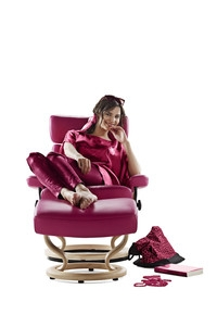 Europa-247.de - Europa Infos & Europa Tipps | Nordische Möbel: Bequeme Sessel und Sofas bedeuten beim Anbieter Ekornes hohe Qualität.