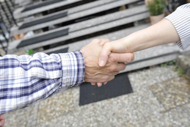 Versicherungen News & Infos | Wenn zwei sich streiten, muss die Auseinandersetzung nicht zwangsläufig vor Gericht enden. Eine Mediation bietet Konfliktparteien oftmals die Möglichkeit wieder miteinander  zu reden und gemeinsam mit Hilfe eines unabhängigen Mediators eine für beide Seit