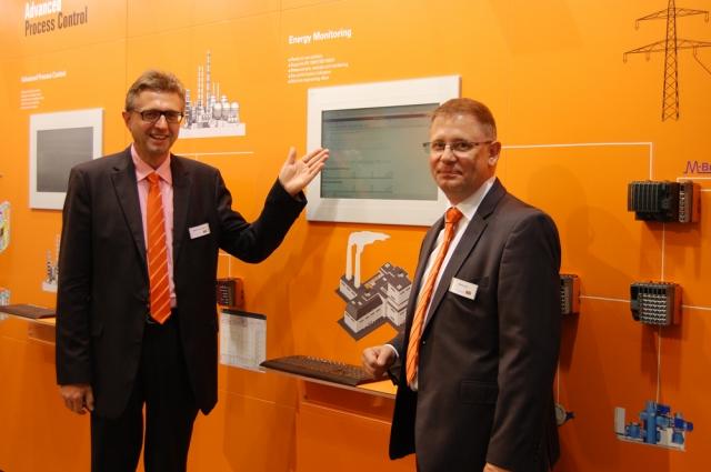 Frankfurt-News.Net - Frankfurt Infos & Frankfurt Tipps | Martin Reichinger (l.) und Stefan Lau, beide B&R, stellten auf der ACHEMA unter anderem die neue Energie-Monitoring-Solution APROL EnMon vor.