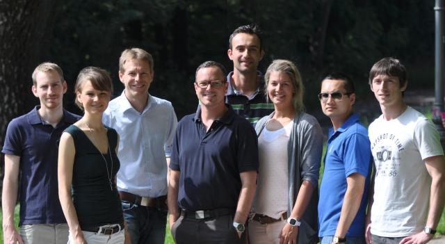 App News @ App-News.Info | Das FinanceQuality Team v.l.n.r: Michael Reineck, Svenja Czock, Gerald Helminger, Wolfgang Vogt, Philip Kopp, Cornelia Linke, Lam Tung Hoang und Eric Mititelu