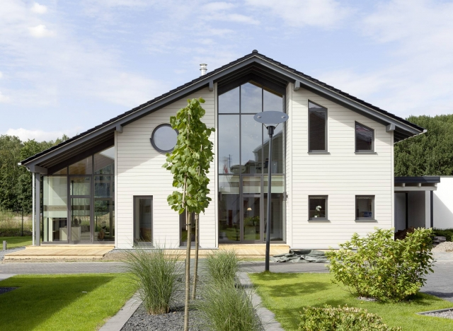 Koeln-News.Info - Köln Infos & Köln Tipps | Stommel-Musterhaus Traubeneiche in der Kölner Fertighausausstellung: Massivholzhaus mit Eisheizung!