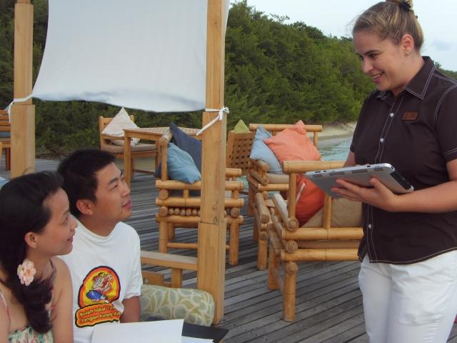 Hotel Infos & Hotel News @ Hotel-Info-24/7.de | Touchpad statt Fragebogen - digitale Kundenzufriedenheitsmessung im Island Hideaway Malediven
