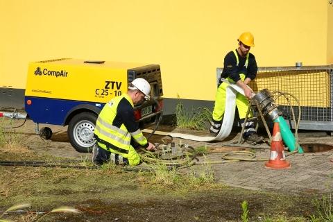 Technik-247.de - Technik Infos & Technik Tipps | CompAir: Auf Grund der Kosten- und Zeitersparnis gegenüber der offenen Bauweise wird  im privaten Sektor das grabenlose Sanierungsverfahren meistens vorgezogen.