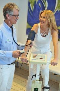 Einkauf-Shopping.de - Shopping Infos & Shopping Tipps | Regelmäßige Vorsorgechecks beim Arzt können Frauen vor Schlaganfall schützen.