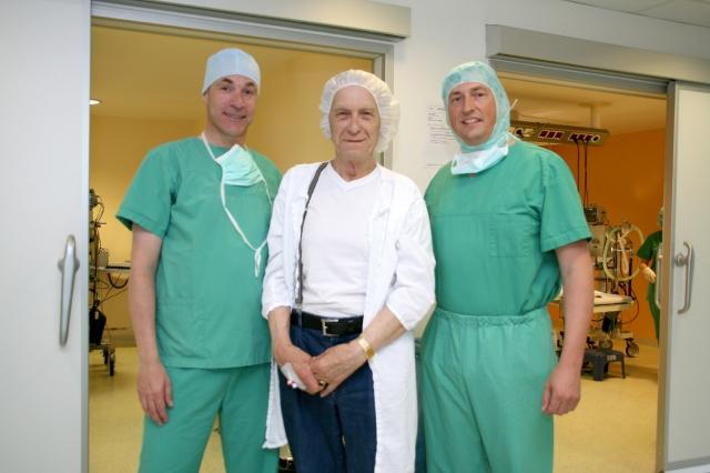 Hardware Infos & Hardware Tipps @ Hardware-News-24/7.de | Einer der ersten Patienten nach der Operation mit dem Victus Femotsekundenlaser