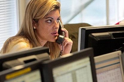 Technik-247.de - Technik Infos & Technik Tipps | meta trader expert advisor trader at desk