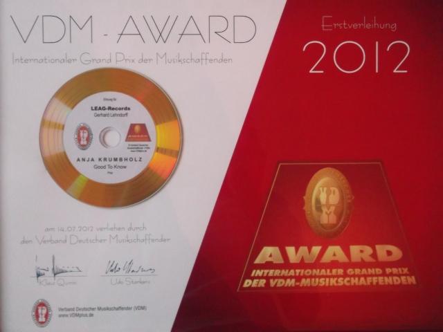 Die Auszeichnung für die Teilnehmerin Anja Krumbholz am ersten Walldorfer Gesangswettbewerb