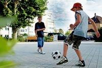 Berlin-News.NET - Berlin Infos & Berlin Tipps | Gehwege, Fahrbahnen und andere Betonflächen lassen sich durch den photokatalytisch wirksamen Zement mit Titandioxid zur Verbesserung der Luftqualität nutzen.