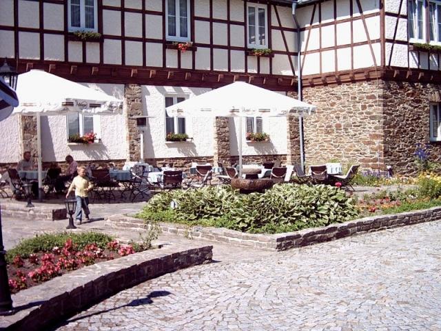 Restaurant Infos & Restaurant News @ Restaurant-Info-123.de | Die Sommerterrasse vom Hotel Hoher Hahn