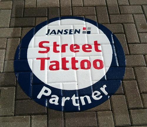 Duesseldorf-Info.de - Düsseldorf Infos & Düsseldorf Tipps | Jansens Partner: Das Street Tattoo wird direkt dort aufgebracht, wo Anwender die Street Tattoos beziehen können – beim Maler-Großhandel.