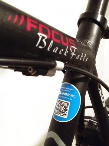 News - Central: Mit dem Aufkleber des Findbüro werden Fahrraddiebe zusätzlich abgeschreckt.