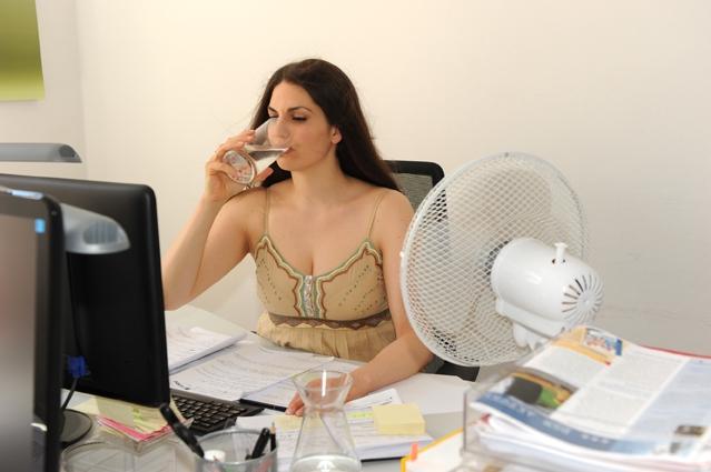 Europa-247.de - Europa Infos & Europa Tipps | D.A.S. Rechtsschutzversicherung - Hitze im Büro