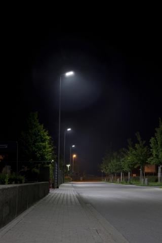 Duesseldorf-Info.de - Düsseldorf Infos & Düsseldorf Tipps | Energie- und kostensparende Beleuchtungslösung: Die Mastansatzleuchte 760MA von LemTec Innova spart Energie, reduziert Betriebs- und Wartungskosten und schont die Umwelt.