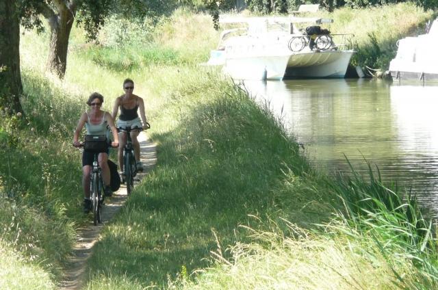Baden-Württemberg-Infos.de - Baden-Württemberg Infos & Baden-Württemberg Tipps | Radfahrer am Canal du Midi