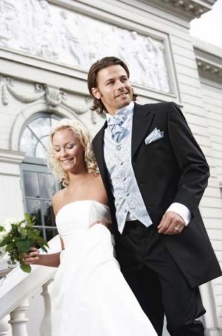Hochzeit-Heirat.Info - Hochzeit & Heirat Infos & Hochzeit & Heirat Tipps | Räumungsverkauf 2012 im Meerweibchen Brautmode und Festtagsmode in Landau