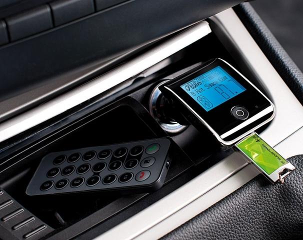 Technik-247.de - Technik Infos & Technik Tipps | auvisio Bluetooth-Freisprecher mit FM-Transmitter FMX-550.BT, www.pearl.de