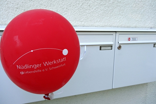 Gutscheine-247.de - Infos & Tipps rund um Gutscheine | Der Luftballon über dem Briefkasten, eine innovative unadressierte Werbeidee