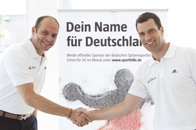 Sport-News-123.de | Markus Brettschneider, Vorsitzender der Geschäftsführung FrieslandCampina Germany GmbH (li.) und Dr. Michael Illgner, Vorstandsvorsitzender der Deutschen Sporthilfe besiegeln die Partnerschaft.