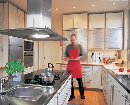 Frankfurt-News.Net - Frankfurt Infos & Frankfurt Tipps | Flexible Beleuchtung in der Küche erleichtert die Arbeit und erhöht den Komfort. Foto: licht.de