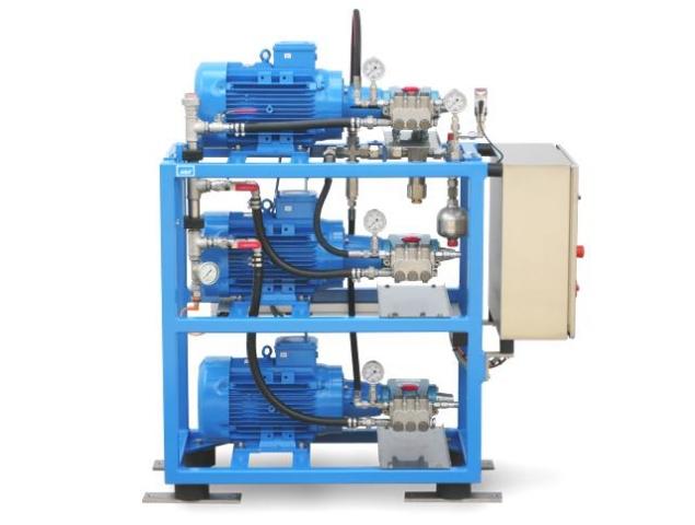 Hamburg-News.NET - Hamburg Infos & Hamburg Tipps | Diese bedarfsabhängig geregelte Drei-Pumpen-Anlage verfügt über eine Kaskadensteuerung, die die Pumpen je nach Bedarf zu- und abschaltet.