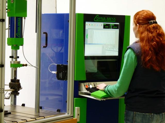 Hardware Infos & Hardware Tipps @ Hardware-News-24/7.de | Die Prüfsoftware DYNA-TCC unter Windows7 bei der Dauerprüfung eines Fahrzeug-Lenkrades