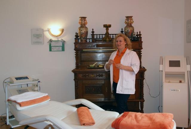 Heilpraktikerin Denise Sonja Engels im Institut für Hautbildverbesserung