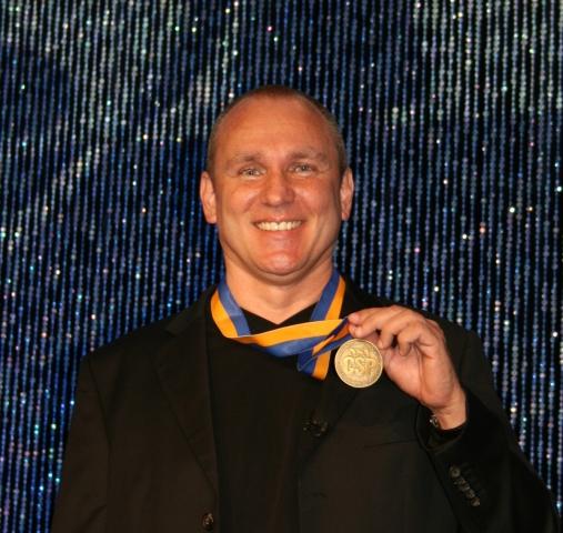 News - Central: Eric Adler mit seiner CSP-Medaille