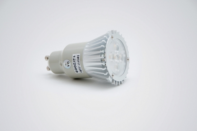 Auto News | Diese Hochvolt LED-Beleuchtung ersetzt einen 50 Watt Halogenstrahler