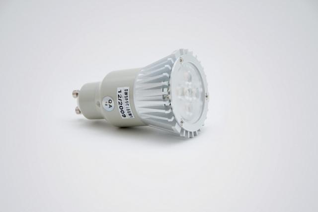 Technik-247.de - Technik Infos & Technik Tipps | Diese Hochvolt LED-Beleuchtung ersetzt einen 50 Watt Halogenstrahler