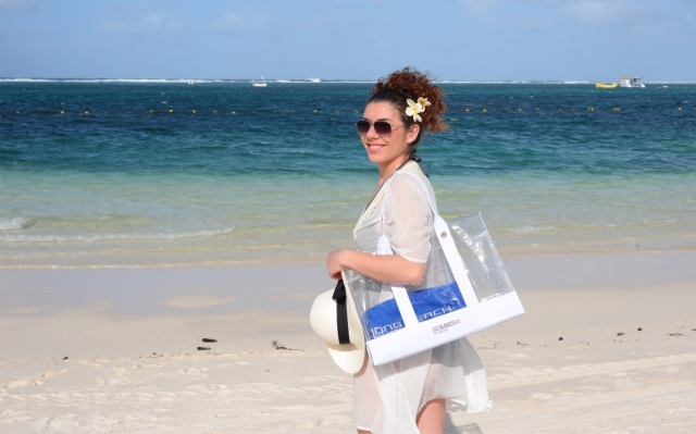 Auto News | Edita Abdieski im Long Beach, Mauritius