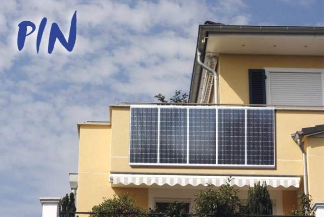 Niedersachsen-Infos.de - Niedersachsen Infos & Niedersachsen Tipps | PIN - das erste steckerfertige Solaranlagen-Kompeltt-System - hier angehängt an den Balkon einer Wohnung.