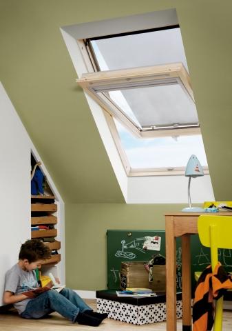Hamburg-News.NET - Hamburg Infos & Hamburg Tipps | Hitzeschutz-Markisen für VELUX Dachfenster verhindern, dass sich Dachräume im Sommer zu sehr aufheizen. Frische Luft und guter Ausblick sind dennoch immer möglich.