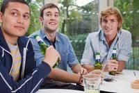 Berlin-News.NET - Berlin Infos & Berlin Tipps | Knapp 40 Prozent der jungen Erwachsenen konsumieren regelmäßig Alkohol.