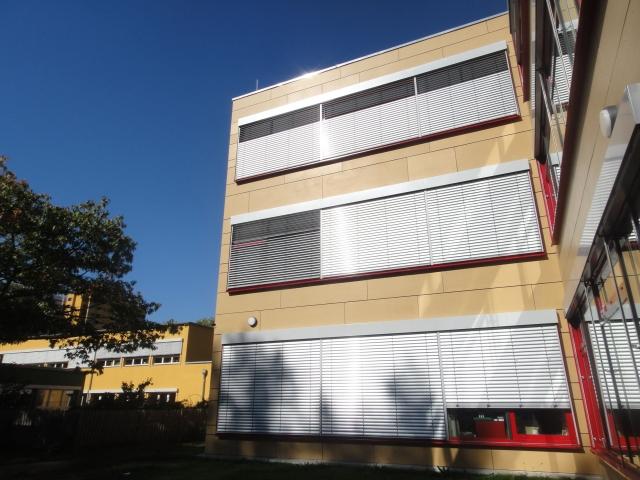 Umbau mit Fassadenelementen von der Firma Ambros. Foto: Waldorfschule Märkisches Viertel