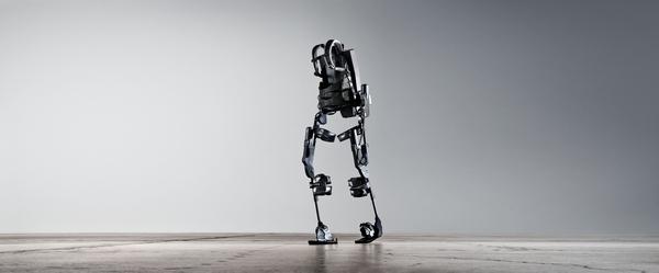 Technik-247.de - Technik Infos & Technik Tipps | Der bionische Geh-Anzug Ekso ermöglicht Querschnittgelähmten das Aufstehen und Gehen