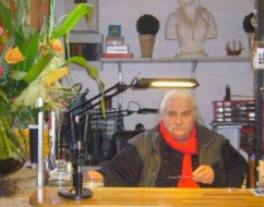 Berstein-Schmuckdesigner Charly Fabrycki in seinem Atelier.