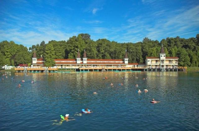 Wellness-247.de - Wellness Infos & Wellness Tipps | Thermalsee in Bad Héviz im Thermenland Ungarn