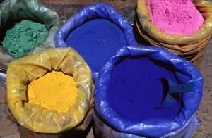 Afrika News & Afrika Infos & Afrika Tipps @ Afrika-123.de | Farbpulver in den Souks