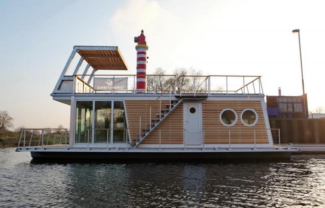Kiel-Infos.de - Kiel Infos & Kiel Tipps | Wohnboot KeyWest: komplett isolierter Holzaufbau. Der Traum vom Wohnen auf dem Wasser - Sommer wie Winter. Ein  Produkt der PonTOM® Flossmanufaktur, Havelberg