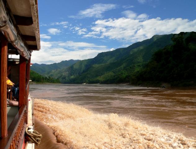 Ost Nachrichten & Osten News | Auf dem Mekomg bei Luang Prabang