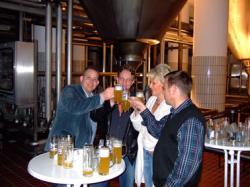 Bier-Homepage.de - Rund um's Thema Bier: Biere, Hopfen, Reinheitsgebot, Brauereien. | Foto: Prost! Auf gute Zusammenarbeit!