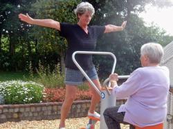 SeniorInnen News & Infos @ Senioren-Page.de | Foto: Outdoor Fitnessgeräte sind auch bei Senioren sehr beliebt.