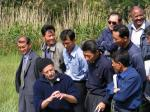 Landwirtschaft News & Agrarwirtschaft News @ Agrar-Center.de | Foto: Aufmerksam verfolgen die koreanischen Teilnehmer den Ausführungen auf dem Demonstratonsbetrieb Ökologischer Landbau.