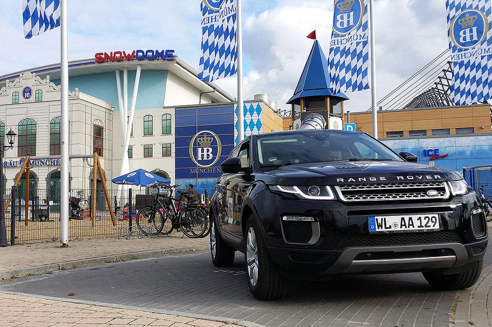 Deutsche-Politik-News.de | Teilnehmer Range Rover vor dem Snow Dome Bispingen