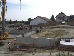 Alternative & Erneuerbare Energien News: Alternative Regenerative Erneuerbare Energien - Foto: Baubeginn des neuen Logistikzentrums, Verwaltungsgebäude in Planung.