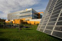 Alternative & Erneuerbare Energien News: Alternative Regenerative Erneuerbare Energien - Foto: Forschungs- und Produktionszentrum von Isofoton in Malaga, Spanien.
