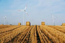 Alternative & Erneuerbare Energien News: Alternative Regenerative Erneuerbare Energien - Foto: Anbieter von echtem Ökostrom investieren zum Beispiel in den Bau moderner Windkraftanlagen. Foto: Greenpeace Energy / Sabine Vielmo.