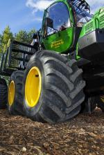 Landwirtschaft News & Agrarwirtschaft News @ Agrar-Center.de | Foto: Den Forstmaschinenreifen Nokian Forest Rider mit breiter Aufstandsfläche gibt es in neuen Größen für den Einsatz auf Tandemachse für kleinere Maschinen und für 6- oder 8-Rad-Harvester oder Erntemaschinen Foto: Nokian Tyres.