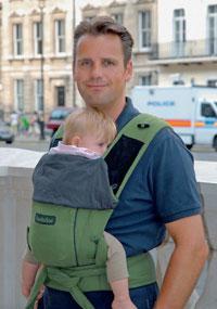 Babies & Kids @ Baby-Portal-123.de | Foto: Mit dem TÜV-Siegel ausgezeichnet: Die Hoppediz-Komforttrage >> Bondolino <<.