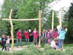 Ost Nachrichten & Osten News | Foto: Der Club spendete der Schule 1.500 €, welche für den Bau einer neuen Kletterkombination genutzt wurden.